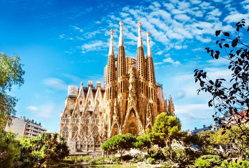 Саграда-Фамилия (Храм Святого Семейства) в Барселоне