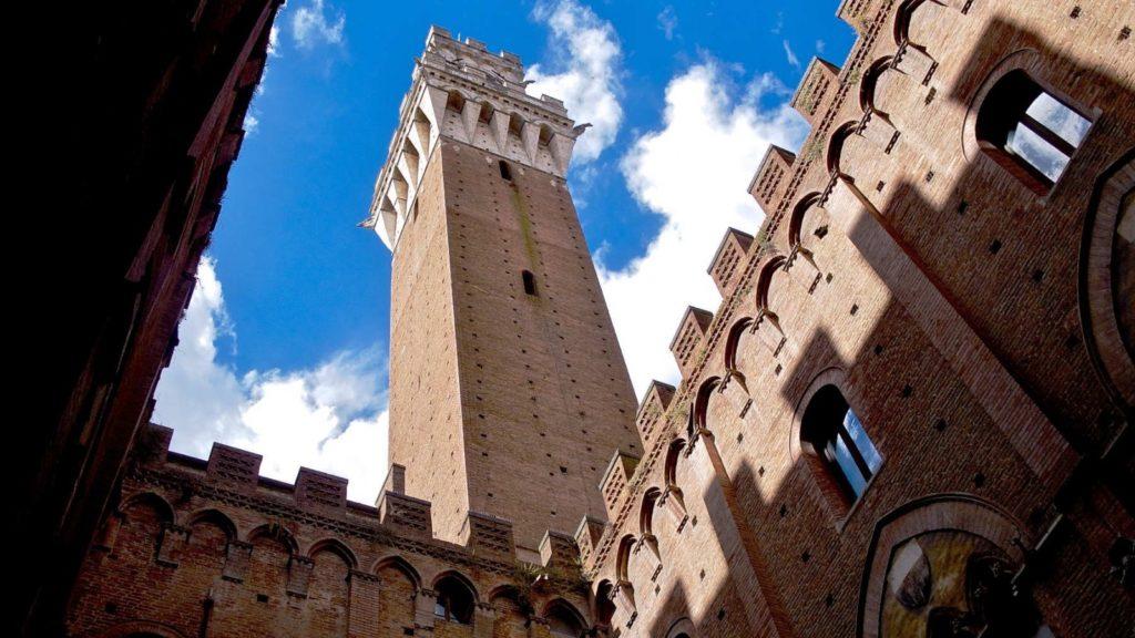 Колокольная башня Торре дель Манджа, Сиена, Италия