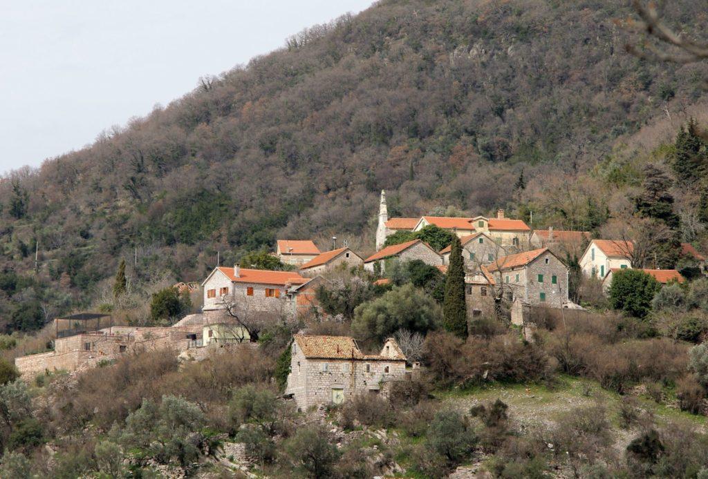 Деревня Горня Ластва близ Тивата