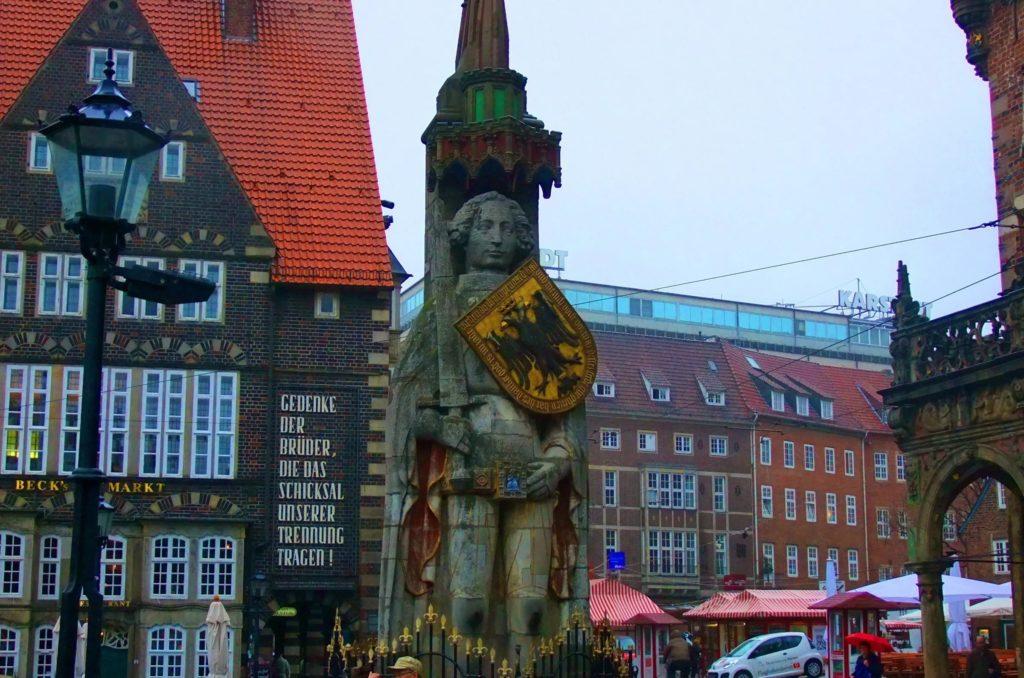 Статуя Ролланда на Рыночной площади Бремена