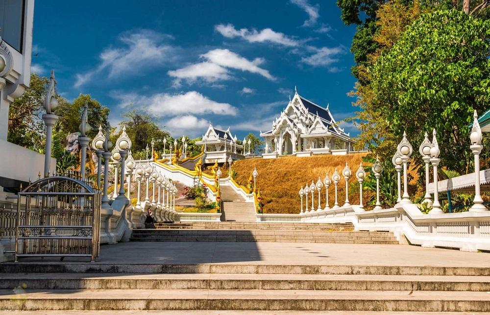 Храм Wat Kaew Korawaram, Краби, Тайланд