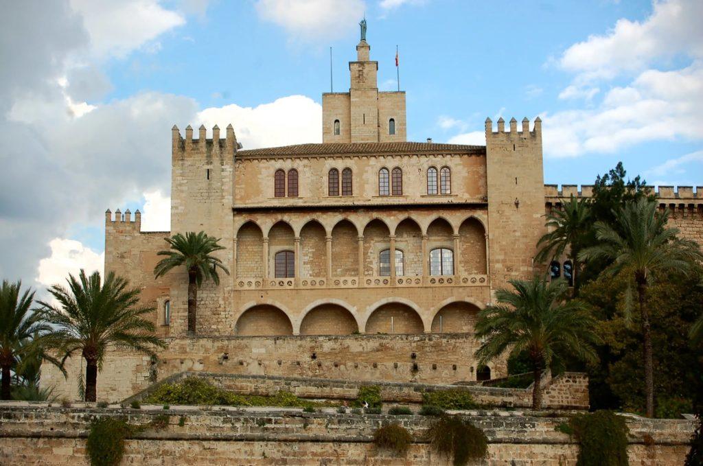 Королевский дворец Альмудена в Пальма-де-Мальорка