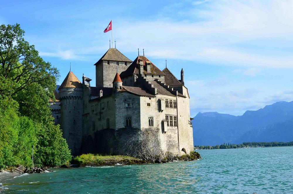 Шильонский замок близ Монтре, Швейцария