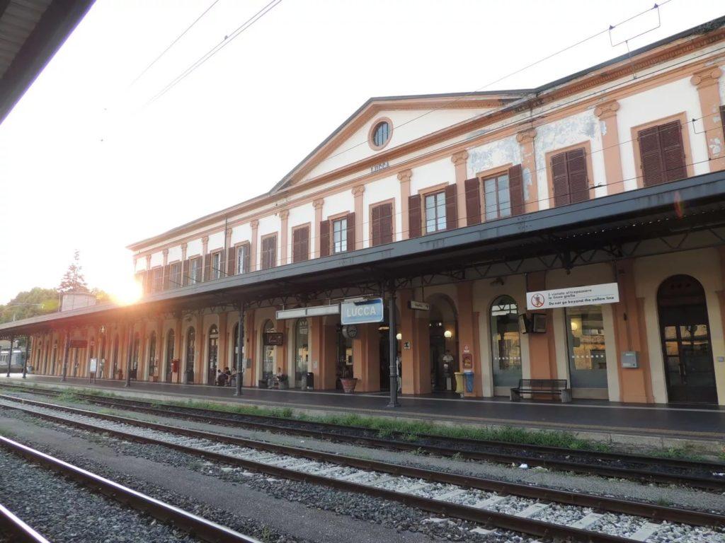 Железнодорожный вокзал Лукки