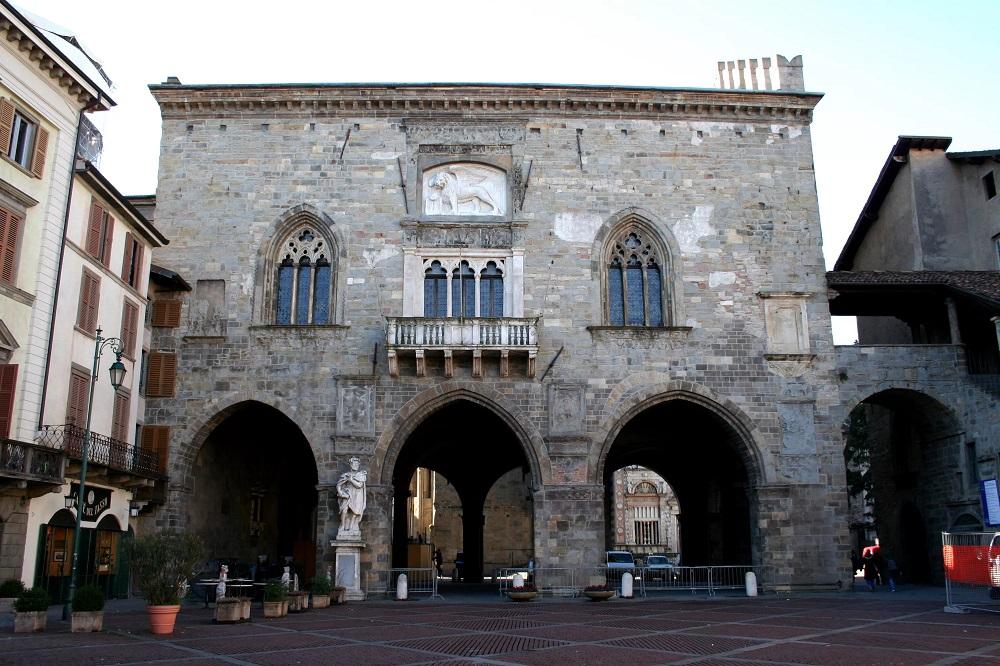 Старая ратуша Бергамо