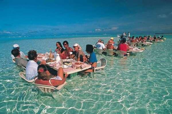 ресторан в воде