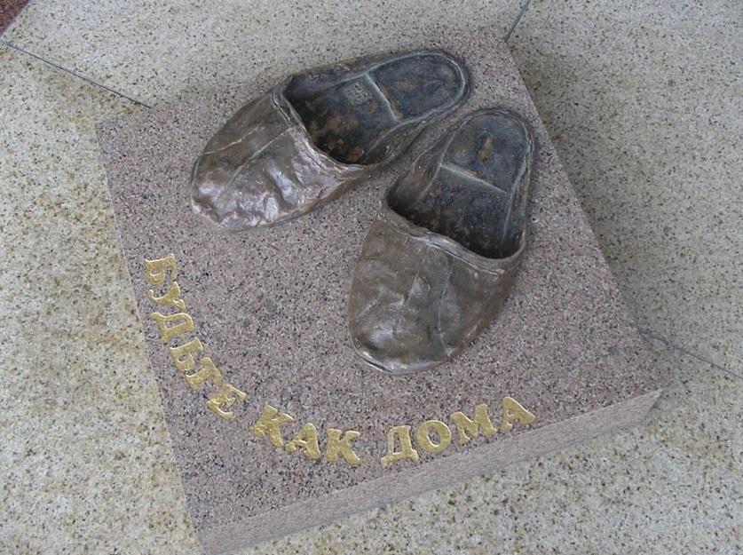 """Скульптура """"Будьте как дома"""" в Томске"""