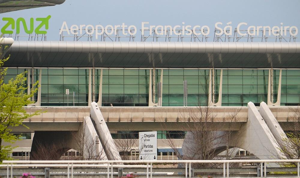 Аэропорт Франциско де Са Карнейро в Порту