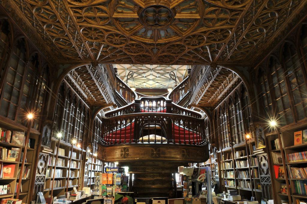 """Книжный магазин """"Лелло-и-Брат"""" в Порту"""