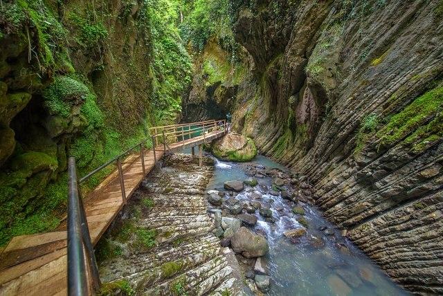 Свирское ущелье близ Лазаревского