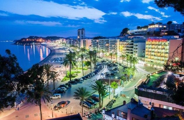 Испанский курорт Ллорет-де-Мар – знаменитое место отдыха европейской молодёжи