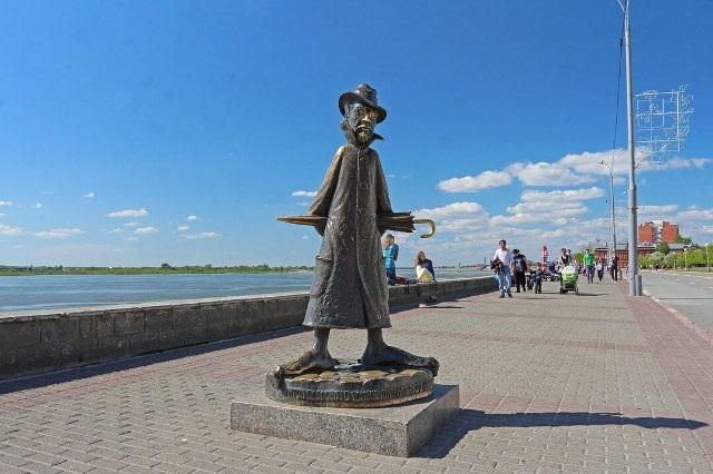 Скульптура А. П. Чехова в Томске