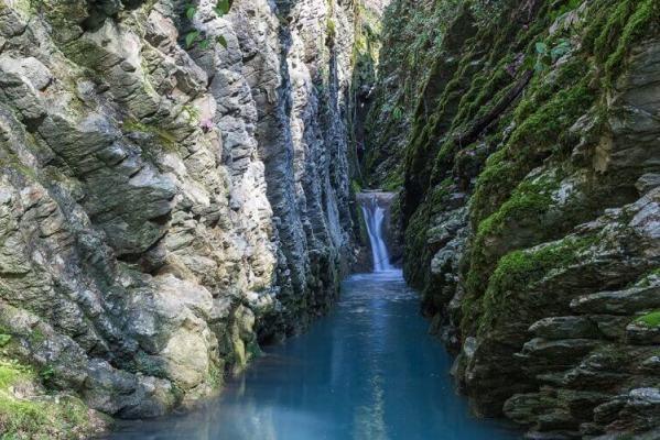Крабовое ущелье близ Лазаревского