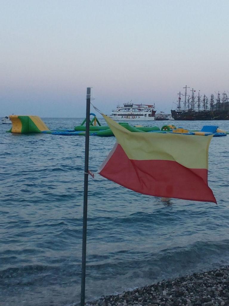 Утопающий в душистых ароматах и зелени турецкий Кемер