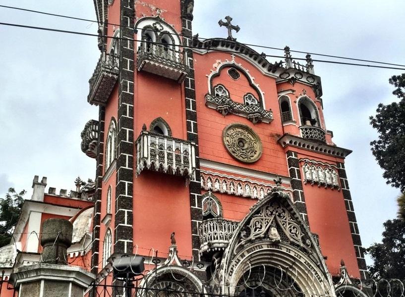 Церковь Iglesia Yurrita в Гватемале