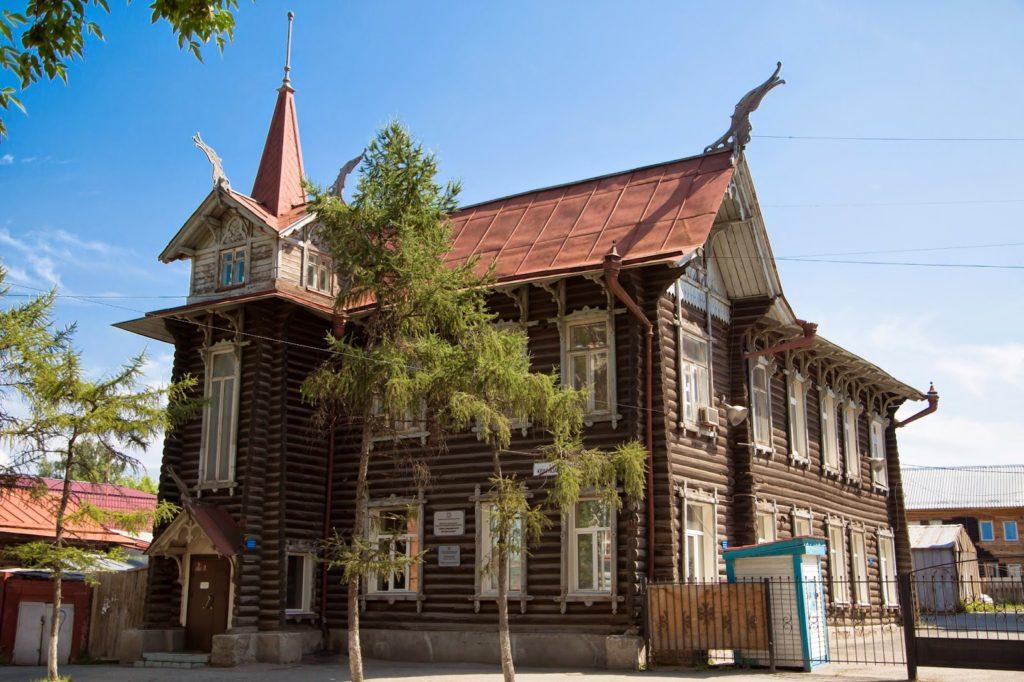 """""""Дом с драконами"""" в Томске"""