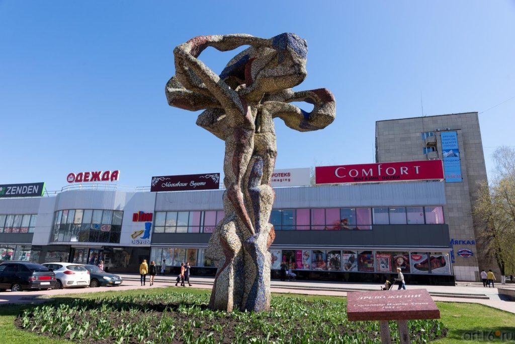 """Скульптура """"Древо жизни"""" на б-ре Энтузиастов, г. Набережные Челны"""