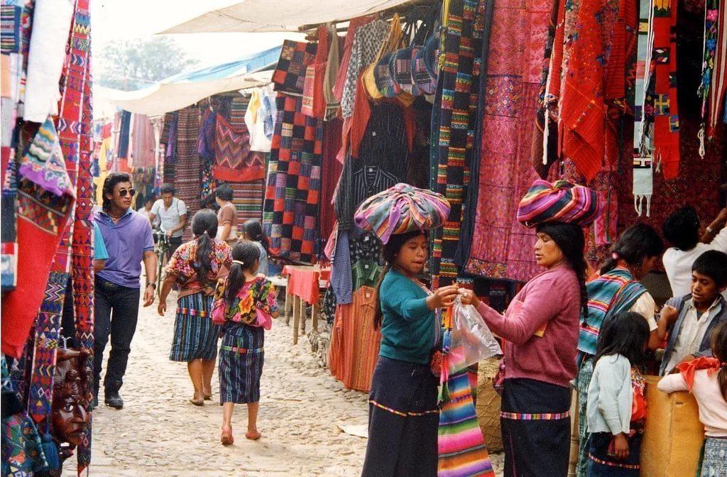 Рынок Чичикастенанго в Гватемале