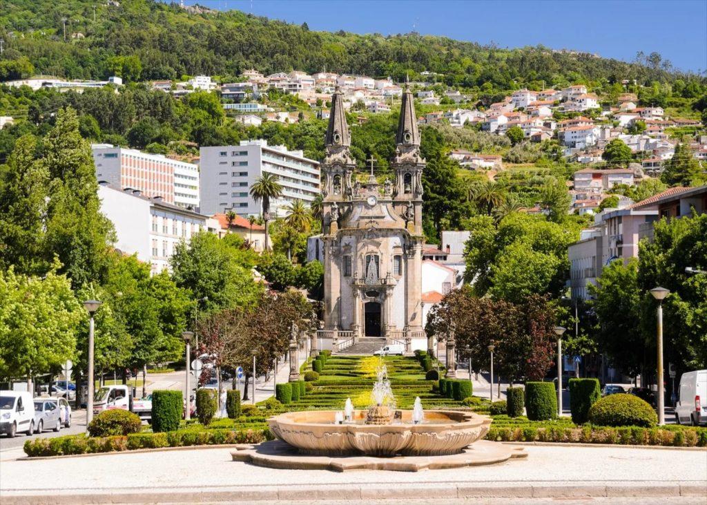 Город Гимараеш в Португалии