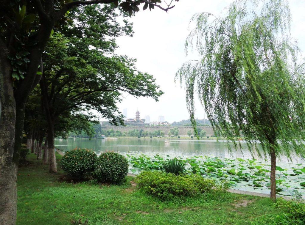 Озеро Сюаньуху в Нанкине