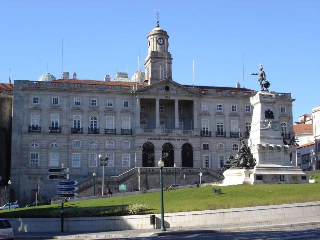 Дворец Болса в Порту