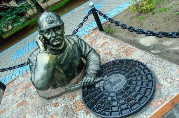 Памятник водопроводчику в Гомеле