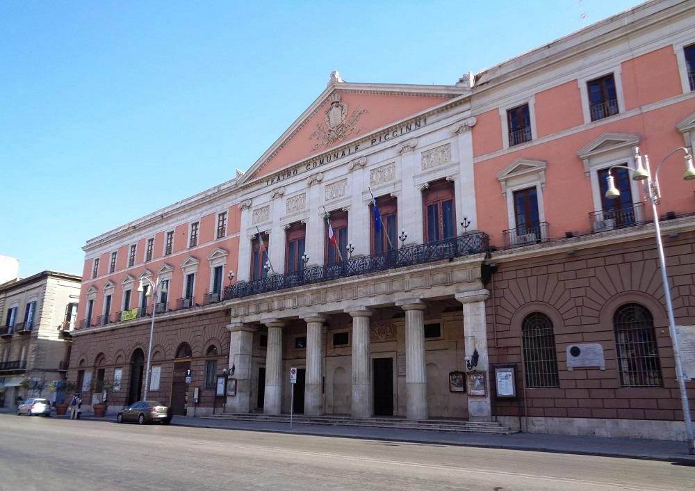 Театр Пиччини в Новом центре Бари