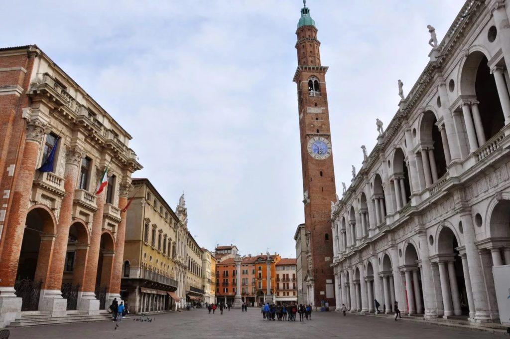 Базилика Палладиана и башня Торре Бисарра в Виченце