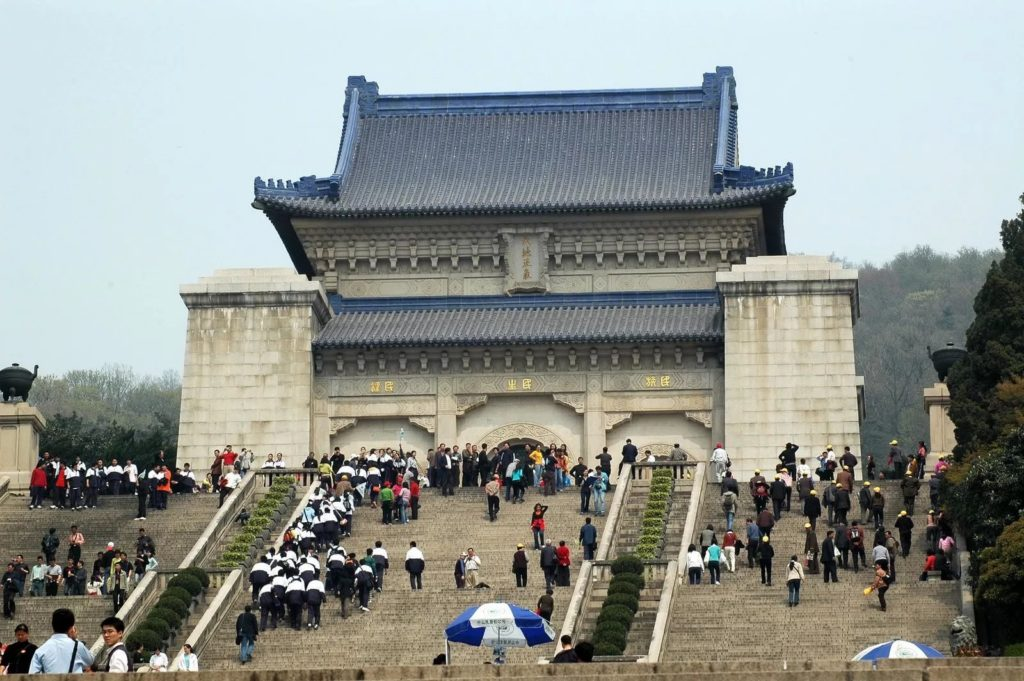 Мавзолей первого президента КНР в Нанкине