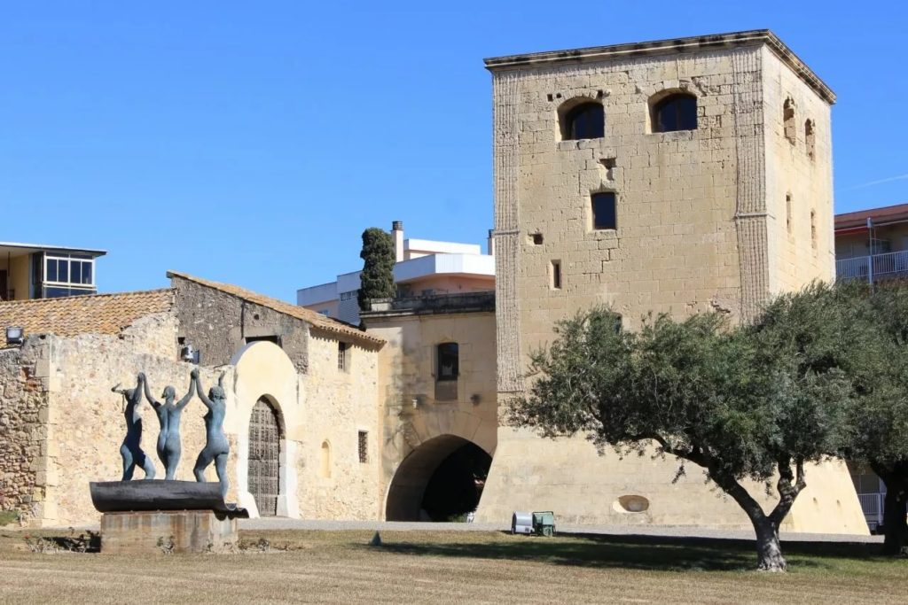 Башня-крепость в Салоу
