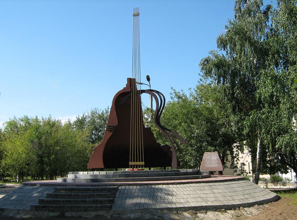 Памятник В. Высоцкому в Набережных Челнах