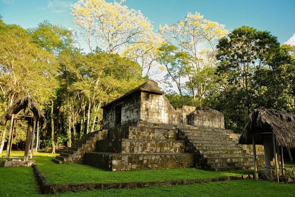 Археологический комплекс Сейбаль в Гватемале