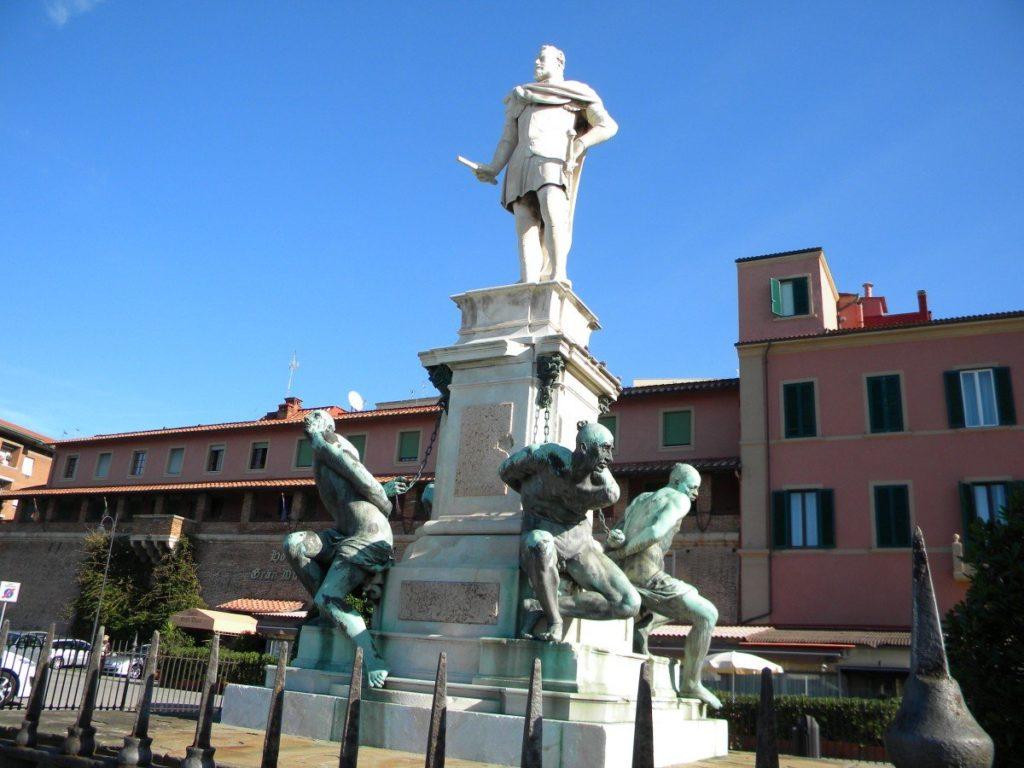 Памятник Фердинандо I в Ливорно