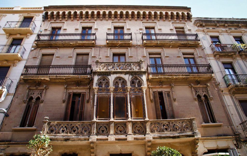 Улица Raval de Sant Pere в Реусе