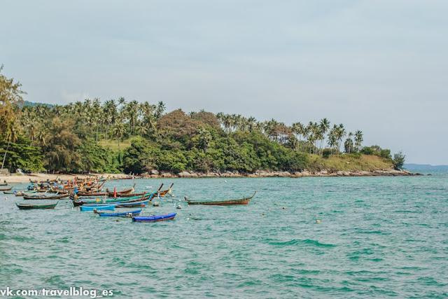 Пляж на острове Пхукет в Андаманском море