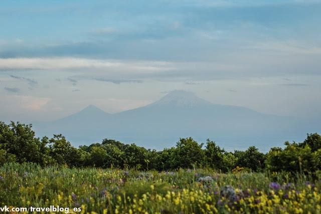 Автостопом к подножию горы Арагац и монастырь Сагмосаванк