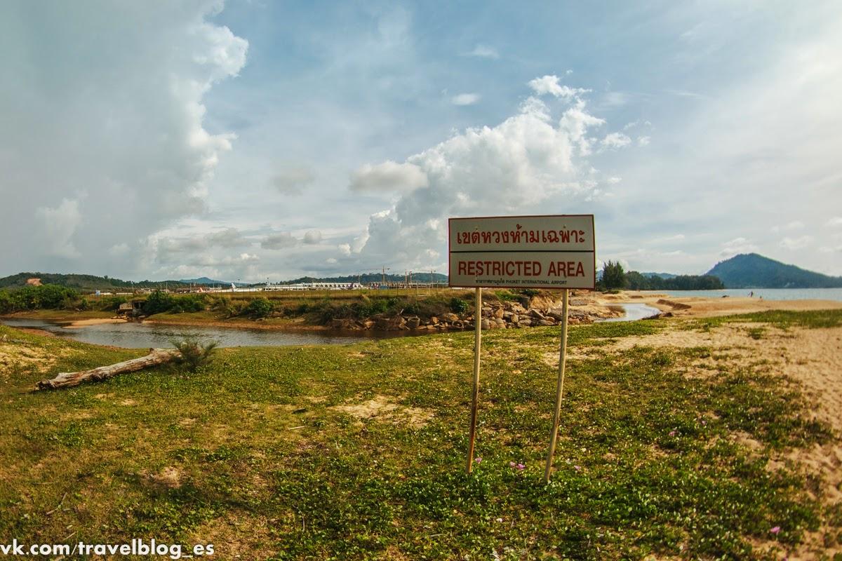 Пляж Май Кхао - там где взлетают самолёты